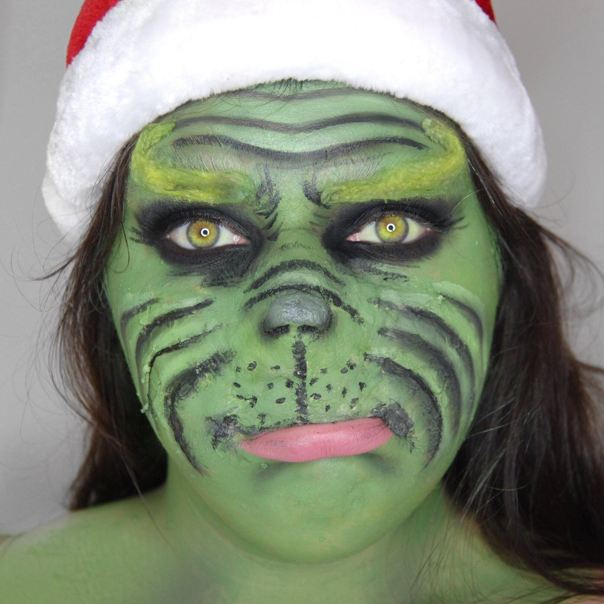 You're a mean one... Mr. Grinch!   HOLY CRAP MERRY CHRISTMAS PEOPLE AND HAPPY #DAY25 OF #25DAYSOFMAKEUP !!    Can't believe I actually did 25 days in a row tbh  Hope you all have a great Christmas!  <br>http://pic.twitter.com/JTXpKMJ2PY