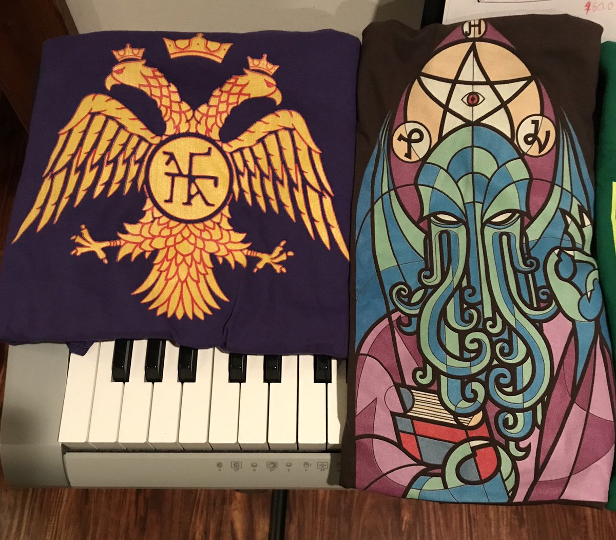 T-shirt Cthulhu stained glass