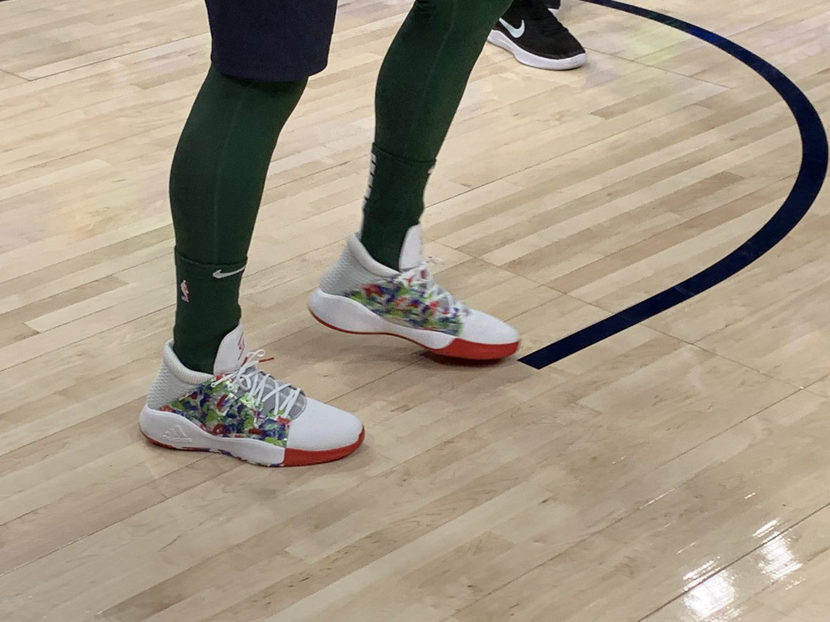 ea041d7f76d9b9 ... PE version of the Adidas Pro Vision for his first-ever Christmas Day  game in green red white to match the Earned Edition uniforms. 🎄 pic.twitter.com   ...