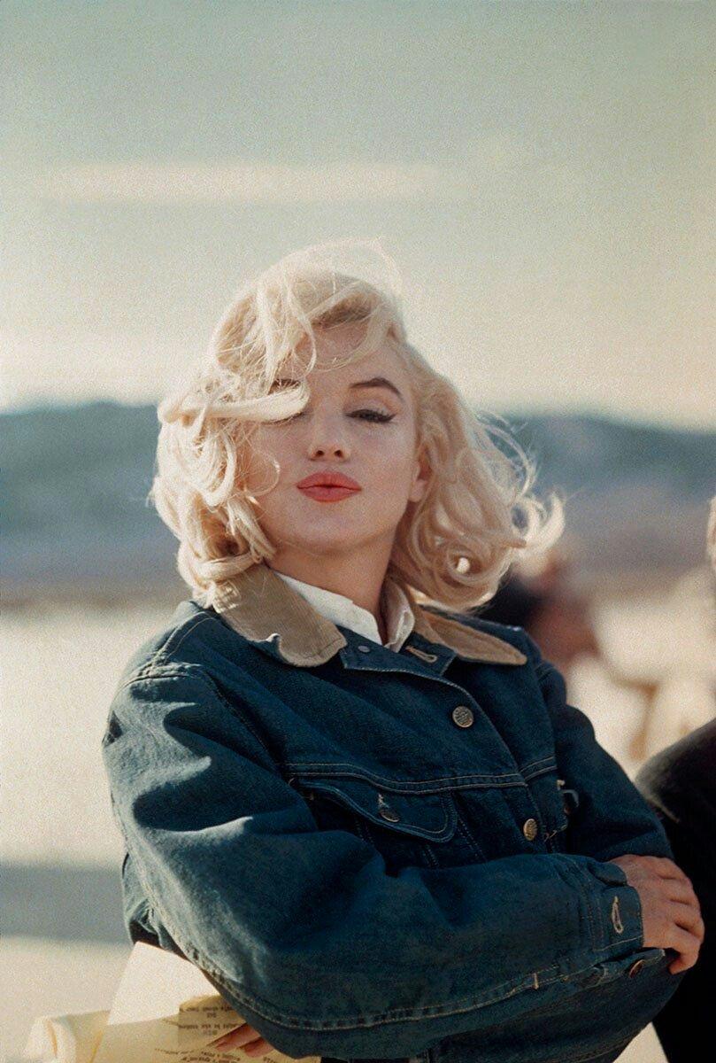 Taekook On Twitter So Taehyung S Got A Marilyn Monroe Photo