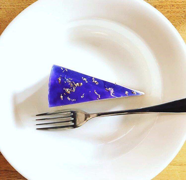福岡県赤坂駅にあるお店「パッパライライ」の、ハーブゼリーの上品な香りとレアチーズとの酸味が絶妙にマッチした見た目も美しい「ハーブゼリーレアチーズケーキ」✨