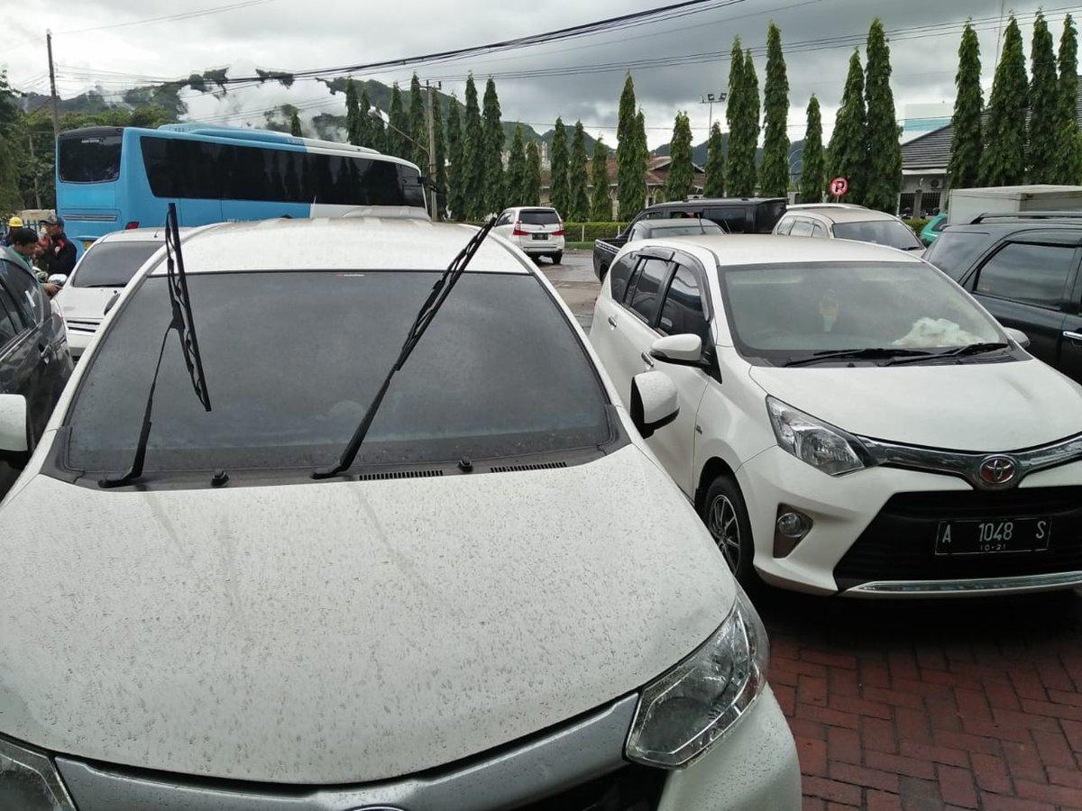 Abu vulkanik Gunung Api Krakatau dilaporkan telah sampai di Kota Cilegon, Banten pada Rabu (26/12/2018) sore kemarin.