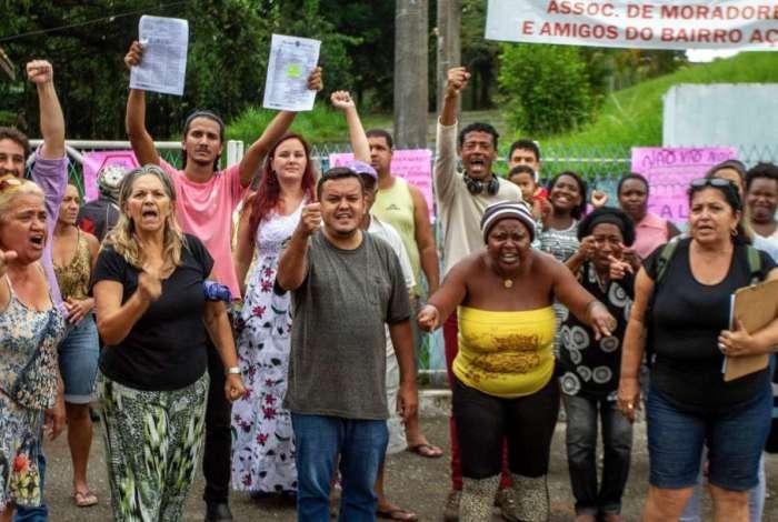 A união faz a força!  Moradores se unem e conseguem evitar retirada de móveis de Ciep  Leia mais: https://t.co/VdkLI57cGD