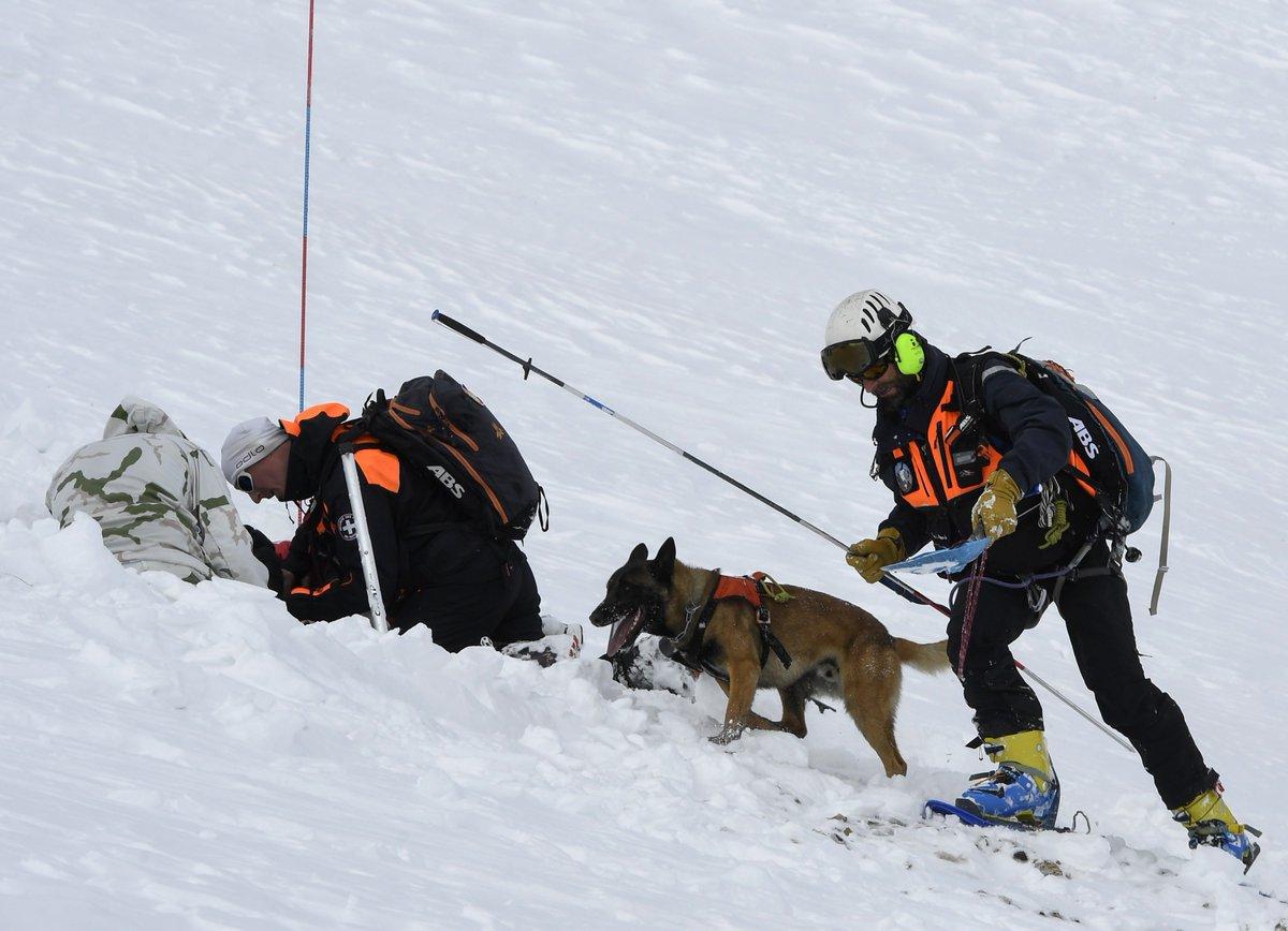 #Savoie : un enfant sauvé après avoir été enseveli par une avalanche, 'c'est un miracle' 🙏https://t.co/KI67WcwHwm