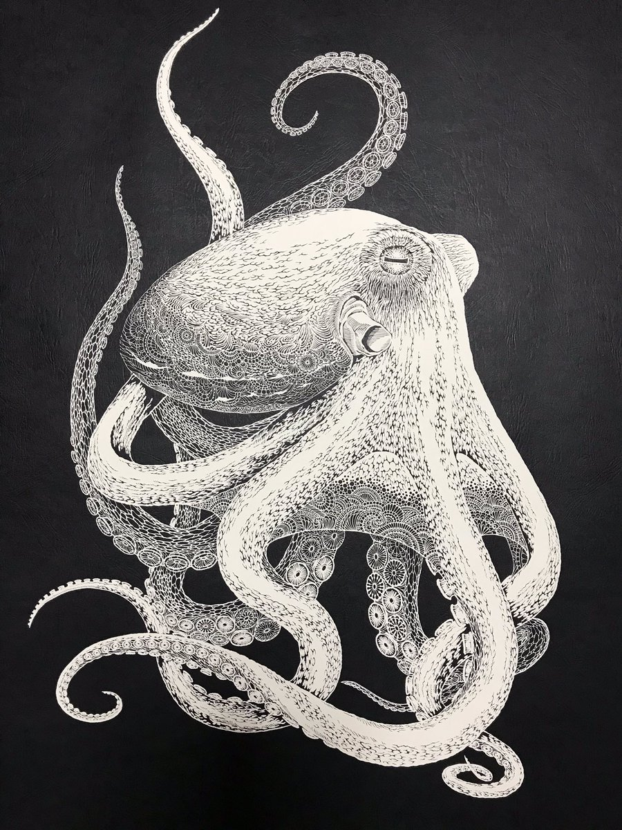 「海蛸子」 蛸の古い呼び方です。 紙を重ねたりはせず単純に一枚切り絵でどこまで表現できるか、持てる技術を総動員して作った今年一番の大作です。  #切り絵