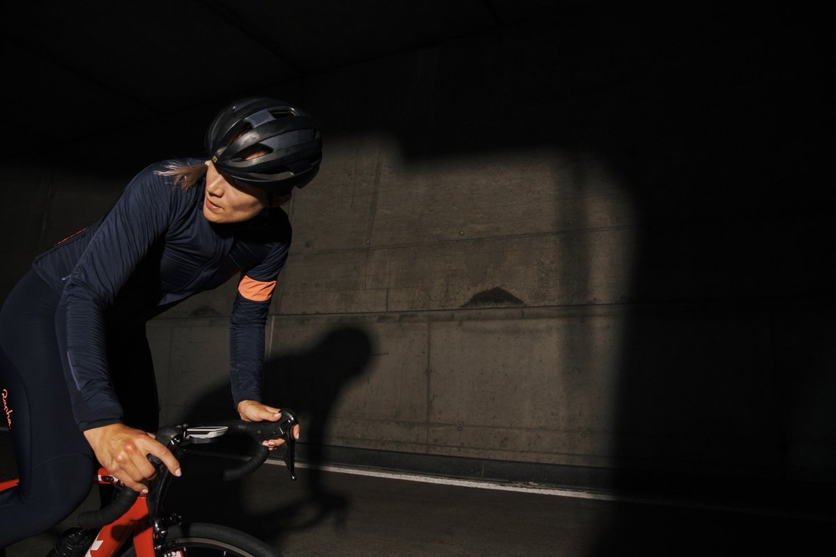 Move fast and save on the world s finest cycling clothing. Shop now at  http   www.rapha.cc pic.twitter.com qGCUYf9Nxm af39d6f8d