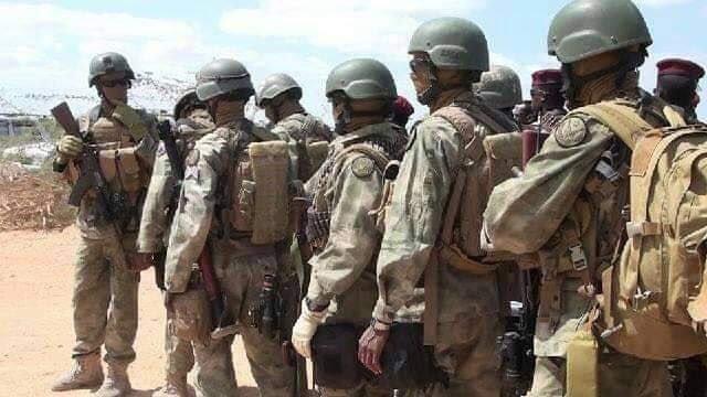 تركيا تخرج أوّل دفعة ضباط صف في الصومال من قاعدتها العسكرية Dv_gwfmXcAAAIDg