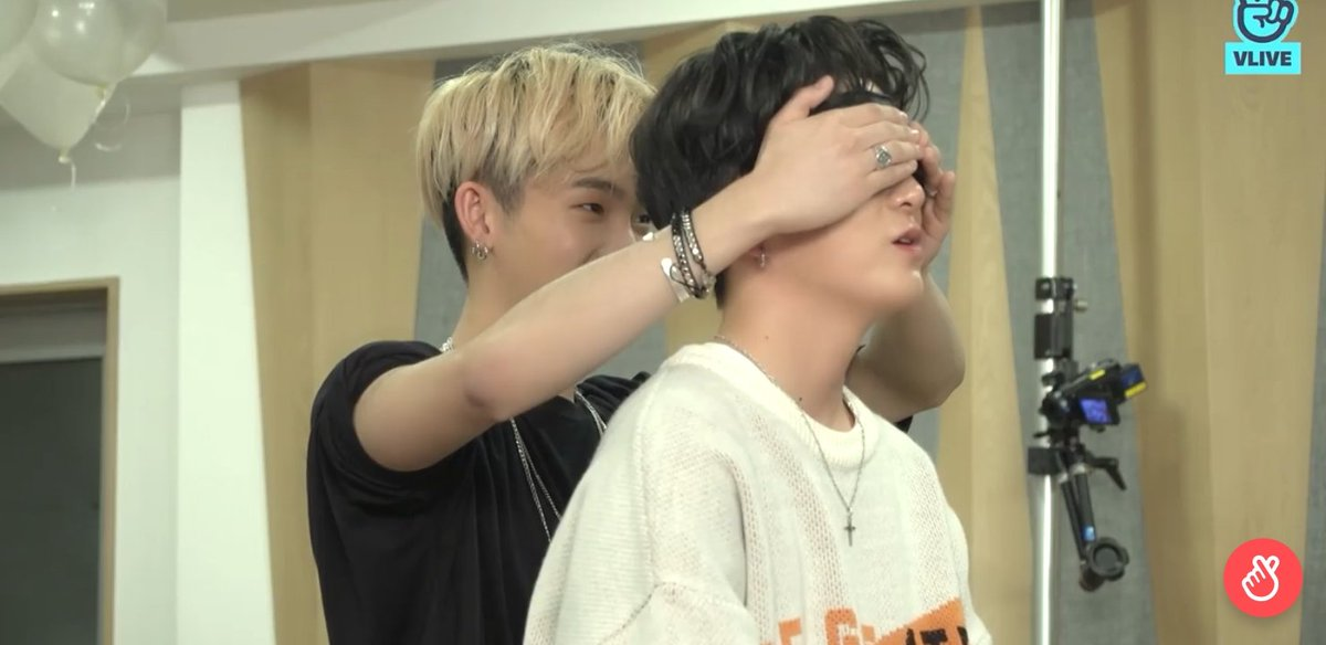 "181227 Hyunsuk was the manito of Asahi. Hyunsuk gave Asahi scarfs, hand creams, keychain, and letter.  ""Asahi is really tired/fatigued lately. So I'll give something to relieve his fatigue."" Stay healthy Asahi 💙  #ASAHI #아사히 #YG_TREASURE_BOX"