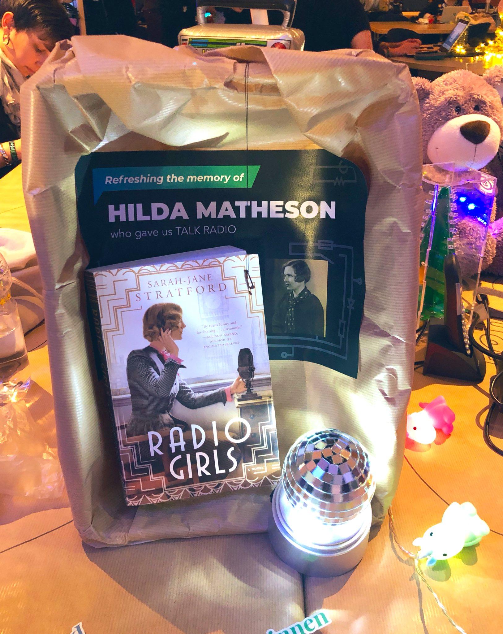 Der Haecksen-Schrein für Hilda Matheson im Sendezentrum auf dem 35c3