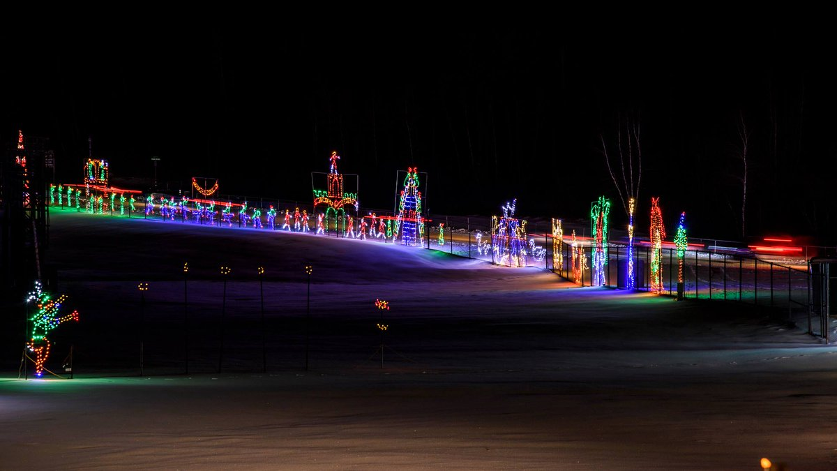 #EasternGOL is still up and running at @NHMS through the 31st! 4:30pm to 9pm every night! #ChristmasLightspic.twitter.com/ArtdXsXG8l