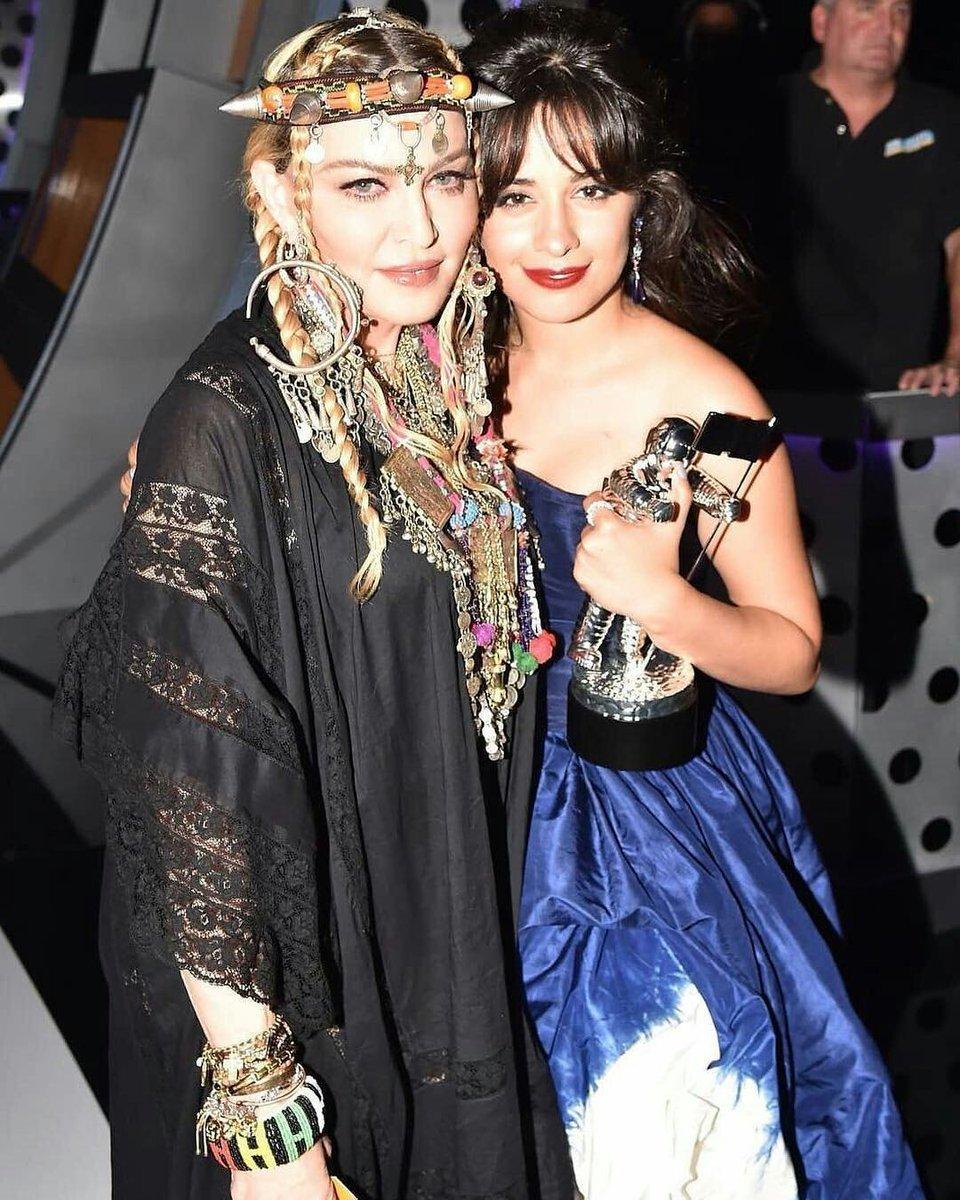 Fin août, après avoir fêté ses 60 ans au Maroc, Madonna était présente aux MTV Video Music Awards à New York, elle a remis le trophée du meilleur clip à Camila Cabello pour Havana et elle a partagé une anecdote concernant Aretha Franklin http://news.madonnatribe.com/fr/2018/r-e-s-p-e-c-t/… #TBT #Madonna2018