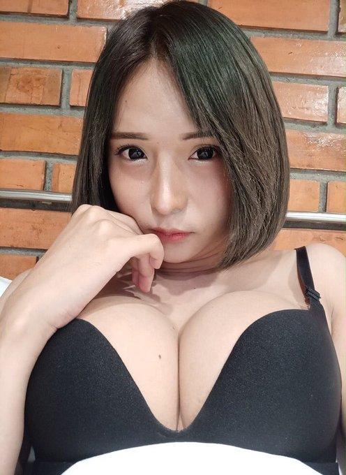 Nichada_yoshiiのTwitter自撮りエロ画像12