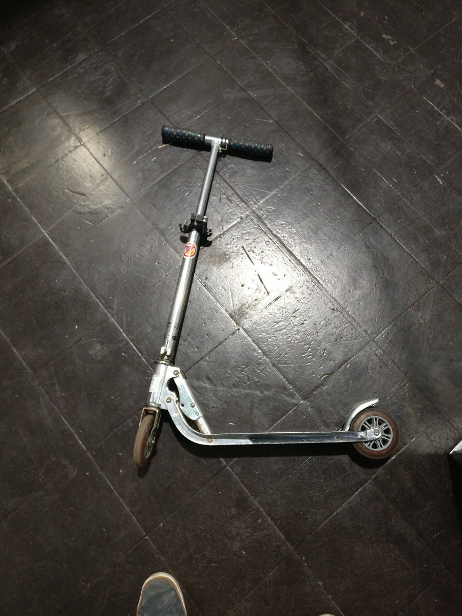 𝚖𝚊𝚛𝚋𝚕𝚎 Chaos Social S Tweet I Don T Find My Scooter Anymore At 35c3 The Second Picture Shows Handles There Is A No Cookie Licking