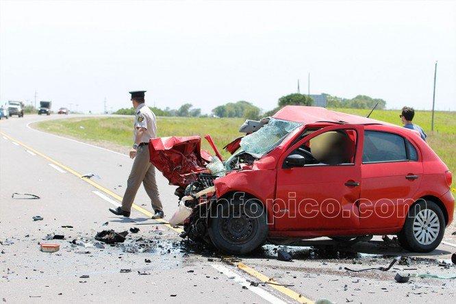 #Región |  Accidente fatal entre #GeneralPico y #Trebolares. Dos autos chocaron de frente: dos personas fallecidas