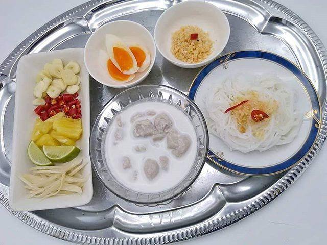 อาหารที่มีน้ำด้วยมะนาวและขิง