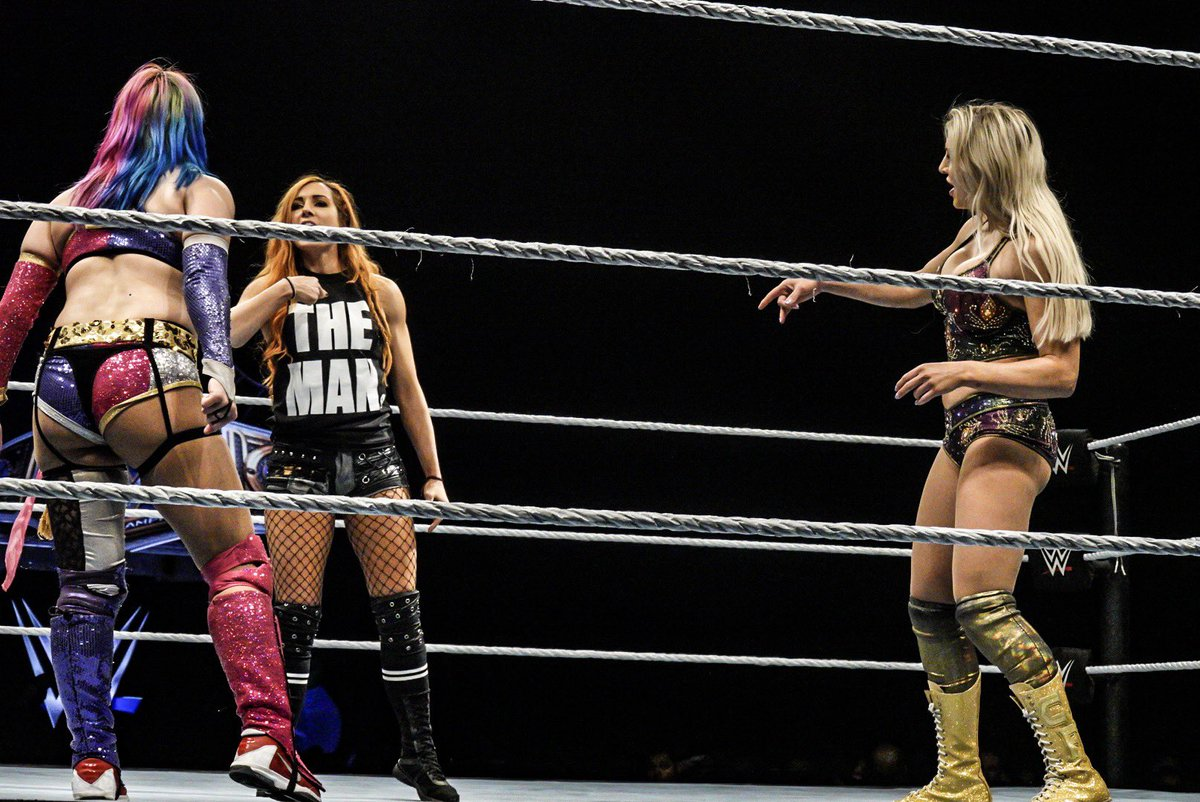 So amazing to see the women main event again in the same building Evolution was at 🙌📷 @WWEAsuka @MsCharlotteWWE @BeckyLynchWWE #WWEUNIONDALE #SDLive