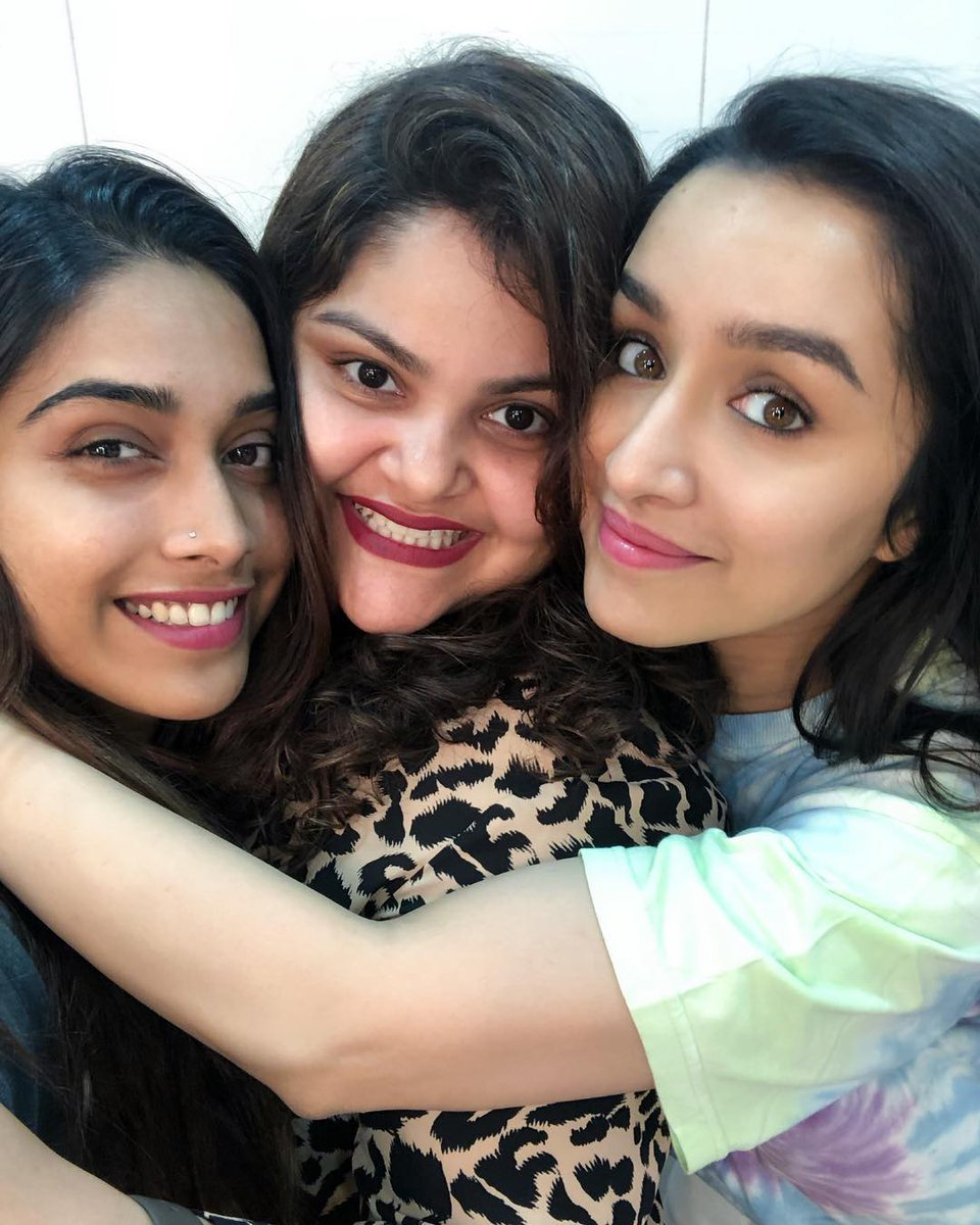 [PICS] @ShraddhaKapoor gets clicked with @shraddhanaik26 and #NikitaMenon on her last shooting day of the year on the sets of #Saaho! ♥💖🌟