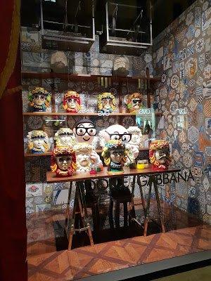 ... Rome...record at Rinascente.  Rome  Roma  Rom  Rinascente   DolceandGabbana  Christmas  natale  windows  vetrine  windowdisplay   Rinascente  dolcegabbana ... abc288394fb