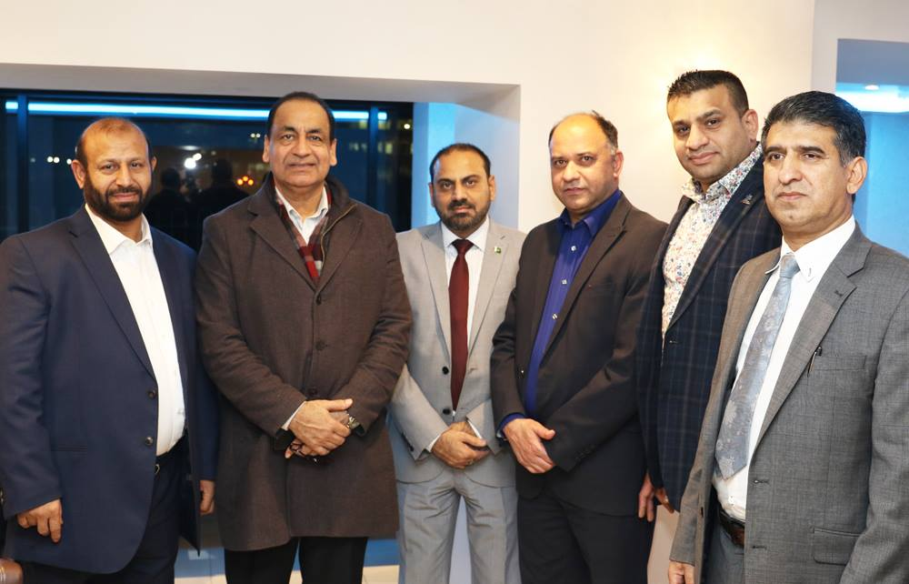 Vice President #PPCUK @MussaratIqbal1 with friends in a reception in honor of newly elected Executive Council of Pakistan Press Club UK
