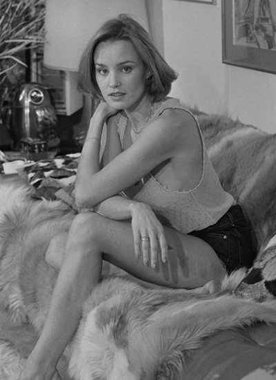 With Jessica lange s legs apologise