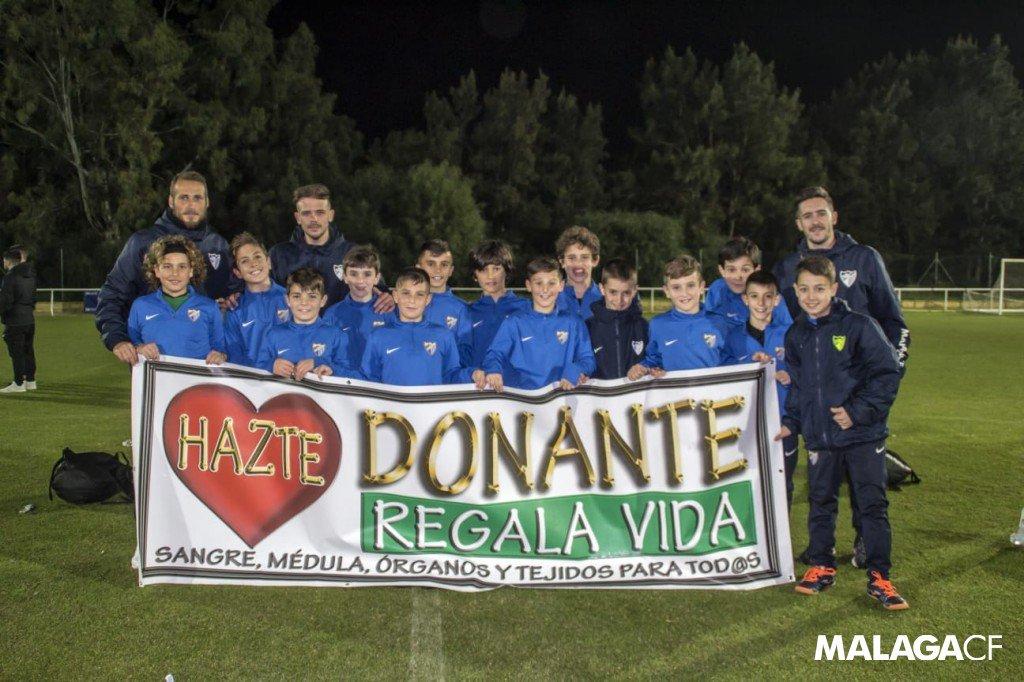MCFoto  📸  Nuestro equipo alevín, que se ha proclamado subcampeón del Torneo Costa Ballena 🏆, nos manda esta foto y nos recuerda la importancia de regalar vida.   #DonaMédula #SiempreFuerte💪