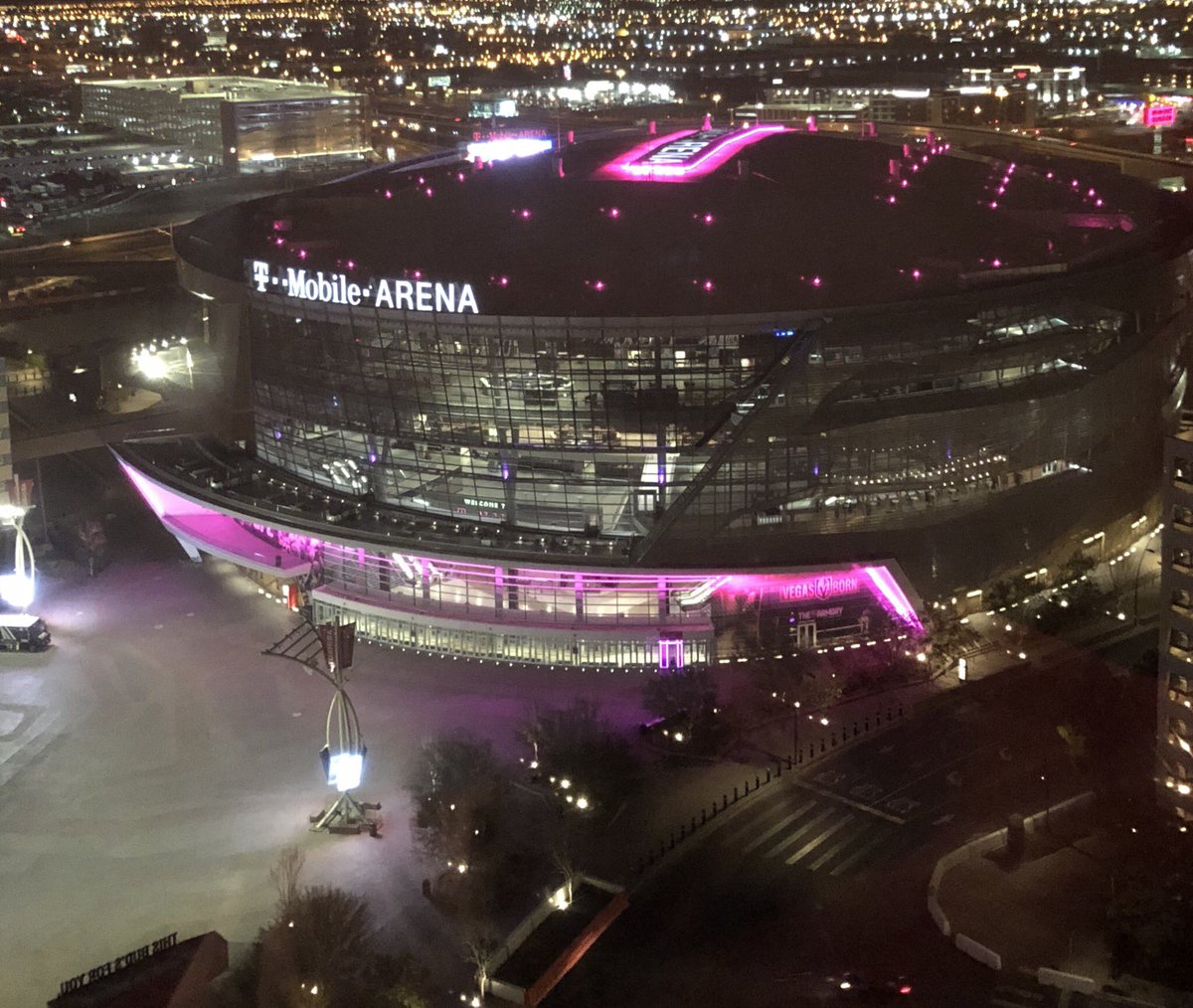 View from my room! Can't wait for @ufc 232 Saturday night! Oh wait... https://t.co/MN6Ocdijpn