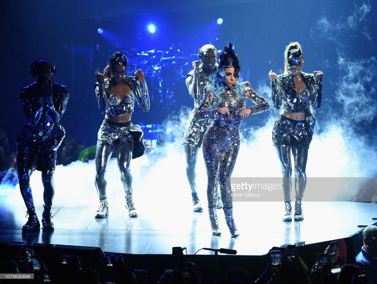 Lady Gaga, diva de la Pop DvlCQa4W0AA7z4R