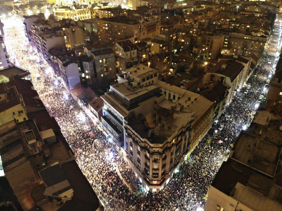 Protesti protiv Vučića Dvm3DXfXcAEMto2