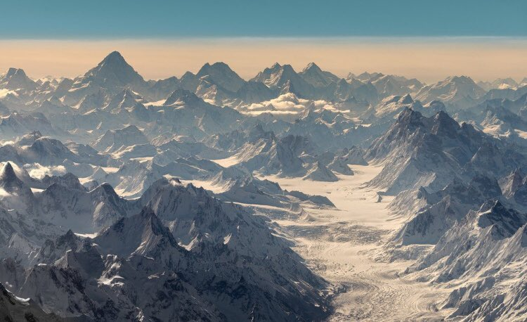 One of the rare photos of #Karakoram range including from left to right #K2 8611m, Broad Peak 8048m, G-II 8035m and G-I 8068m, from #Biafo #Hispar La 4900m @EhsanMKhan @destinationpak @CynthiaDRitchie @NazirSabirExped @KomalUzair @SaminaKBaig @pid_gov #GilgitBaltistan #Skardu