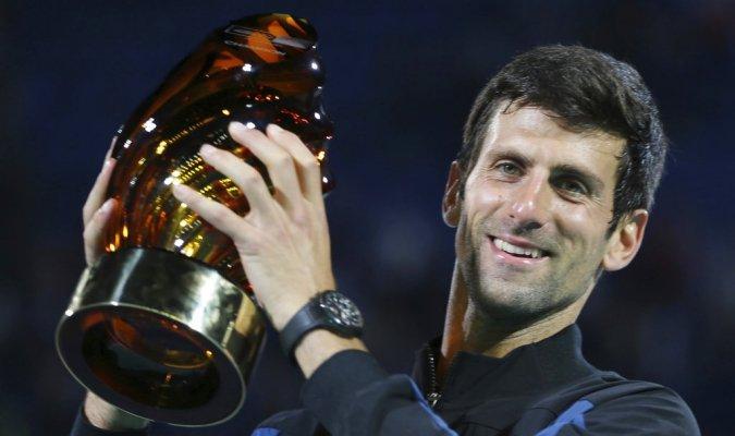 Novak Djokovic va por su cuarto título en Abu Dabi