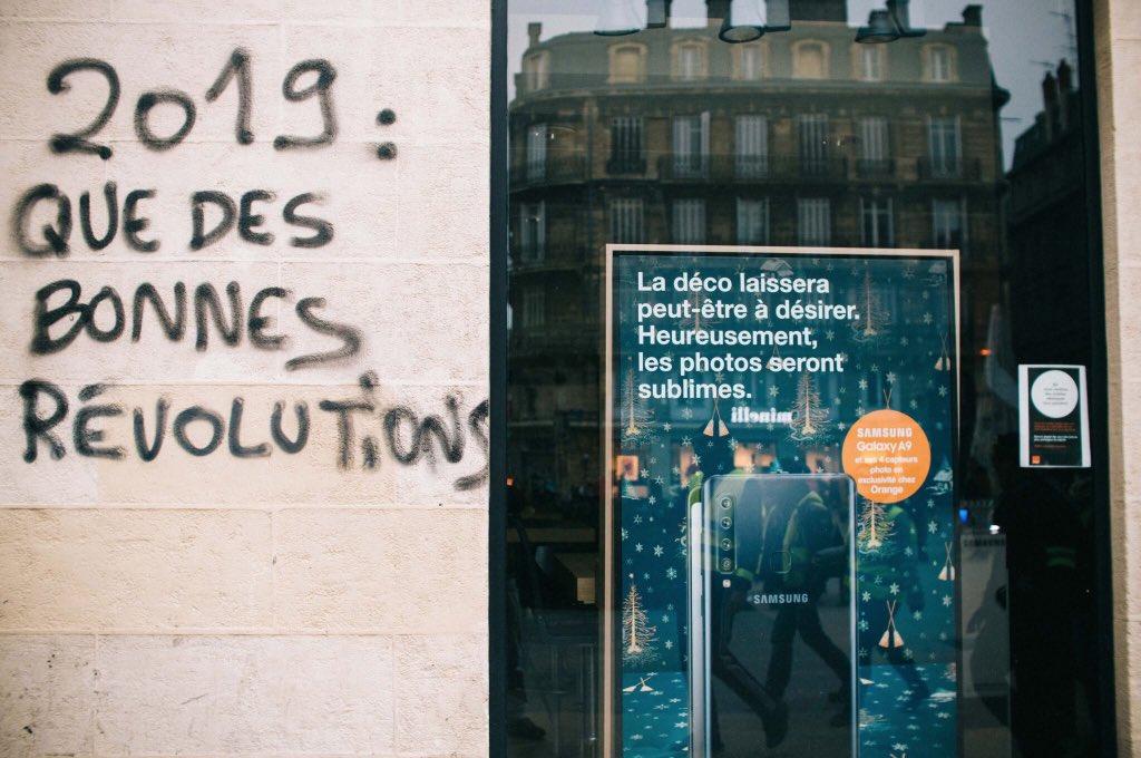 LES LUTTES EN FRANCE vers la restructuration politique (Gilets jaunes) : les débats continués 17 déc.- mars 2019 Dvmz7U5WwAcGv0W