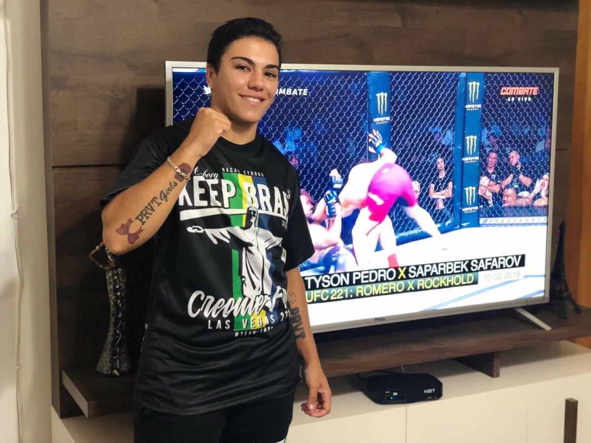 Hoje minha torcida vai toda para @criscyborg minha ídola! Representa o Brasil 👊🏻💪🏻💚💛 #UFC232NoCombate #ufc232 #CrisCyborg