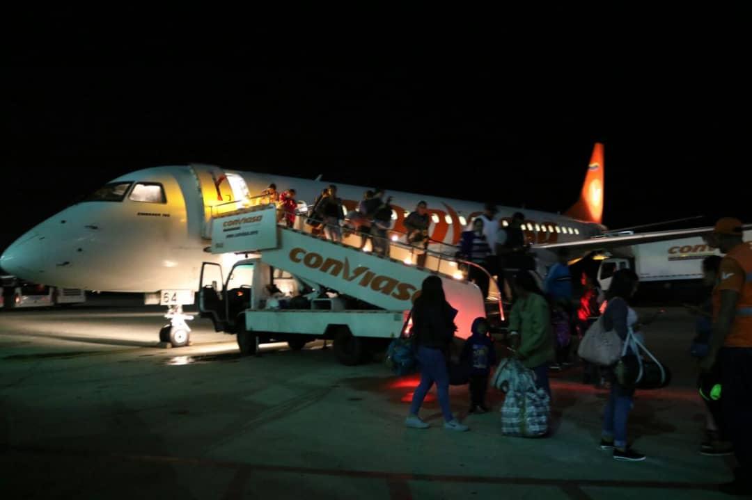 Venezuela - Emigrar o no Emigrar... he ahi el problema?? DvsdqIyWoAEnAsm