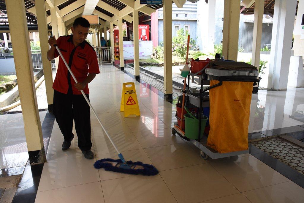 Rsud Dr M Ashari Pemalang Twitterren Kebersihan Di Rumah Sakit Bukan Hanya Tanggunjawab Petugas Kebersihan Cleaning Service Saja Melainkan Tugas Kita Bersama Pegawai Rumah Sakit Dan Keluarga Pasien Serta Pengunjung Pasien Rsudpemalang Rsudashari
