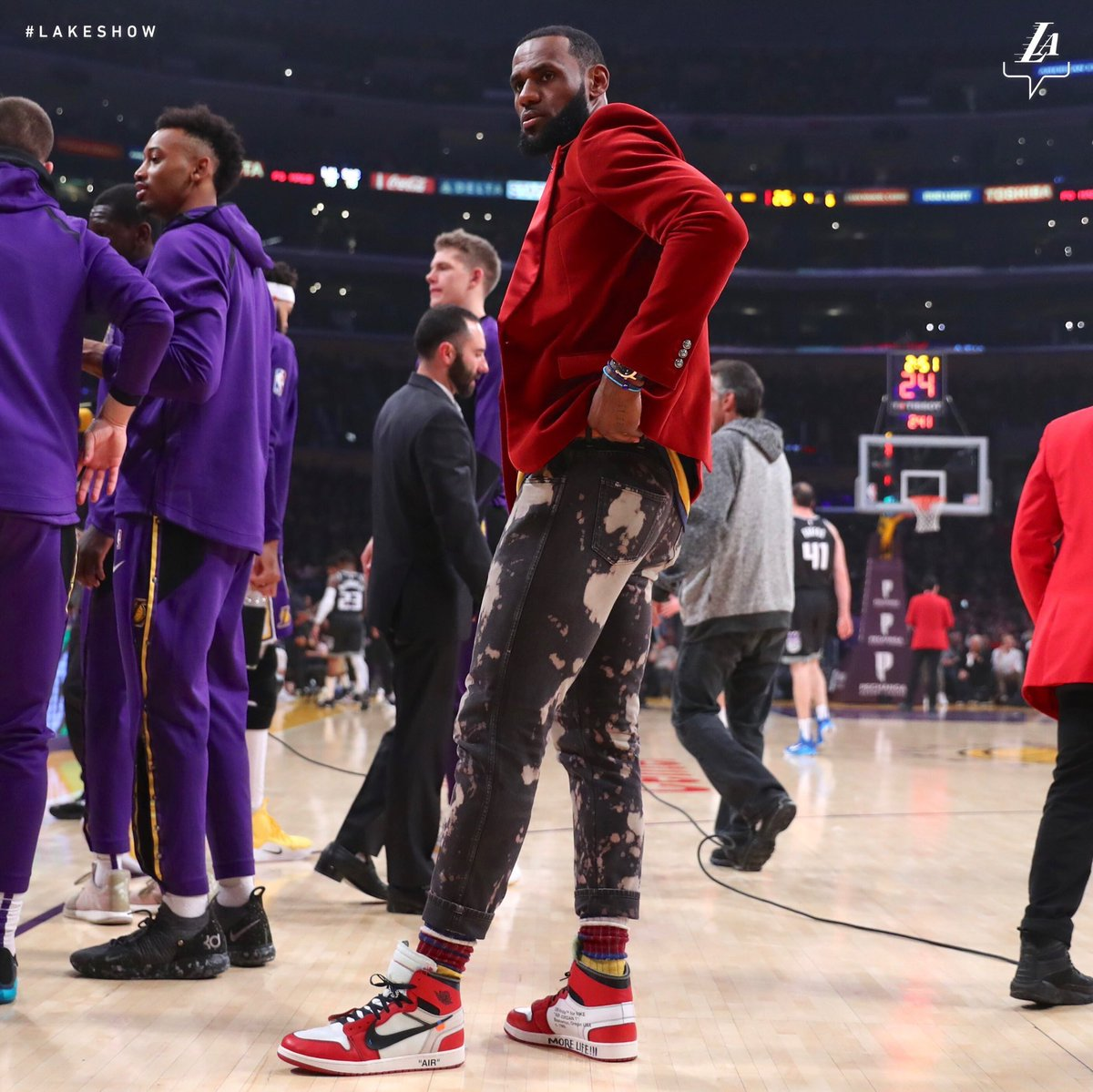 KingJames on the sidelines wearing the Off-White x Air Jordan 1 from   VirgilAbloh.…
