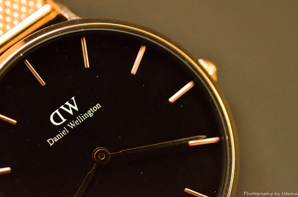 お気に入りのダニエルウェリントンの時計が好きすぎて公式商品写真っぽくブツドリしてみたけど全部終わってから「プロが時計を撮影するときは針を10時10分にする」という原則を思い出した(もう遅い)