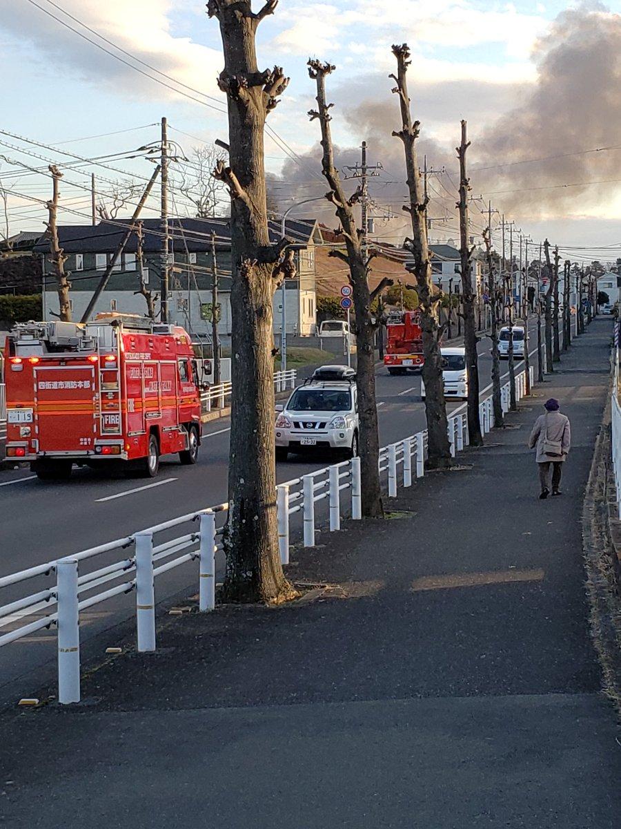 四街道市小名木で大規模火災の現場の画像