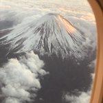 これは凄い飛行機の中から見た富士山あまりに美しくて神秘的だった!