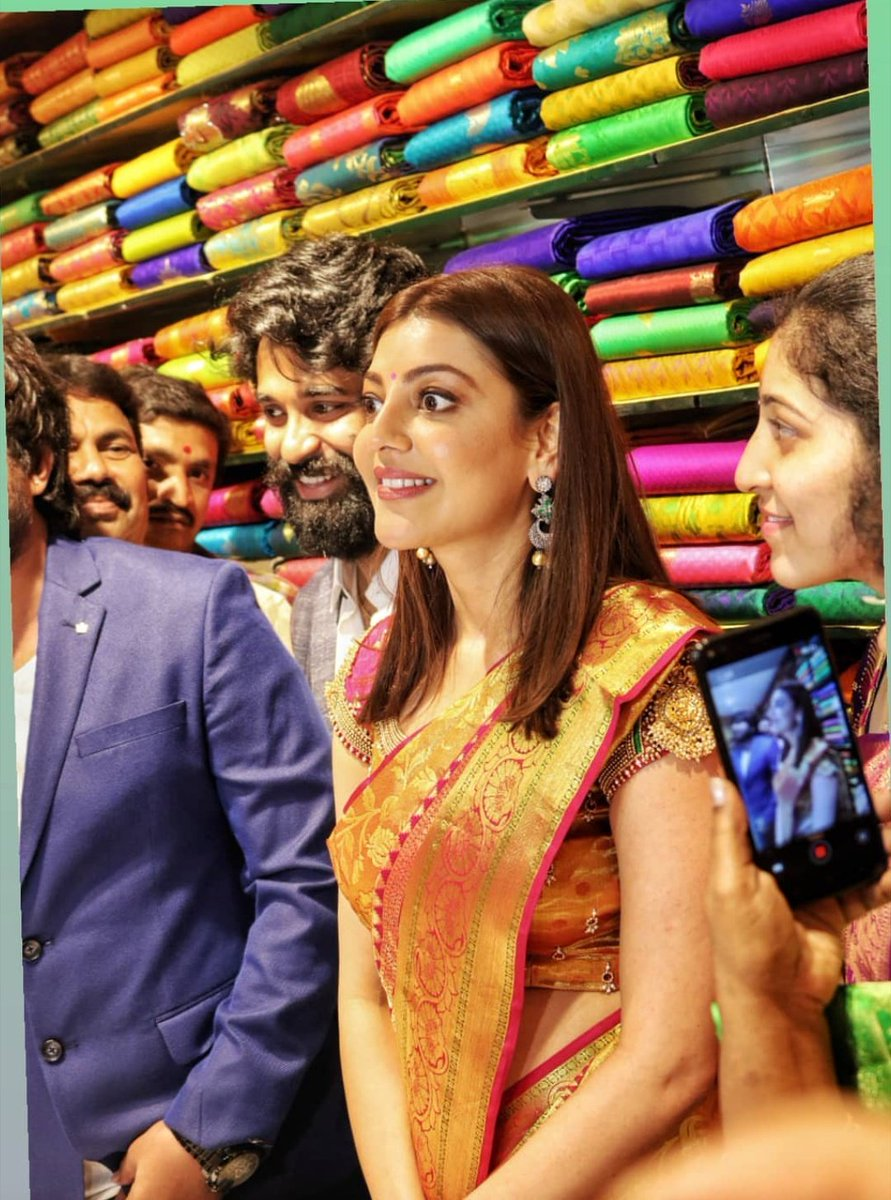 When a Fan standing Close to Kajal Aggarwal was staring at her Inappropriately and tried to touch... PHOTOS INSIDE