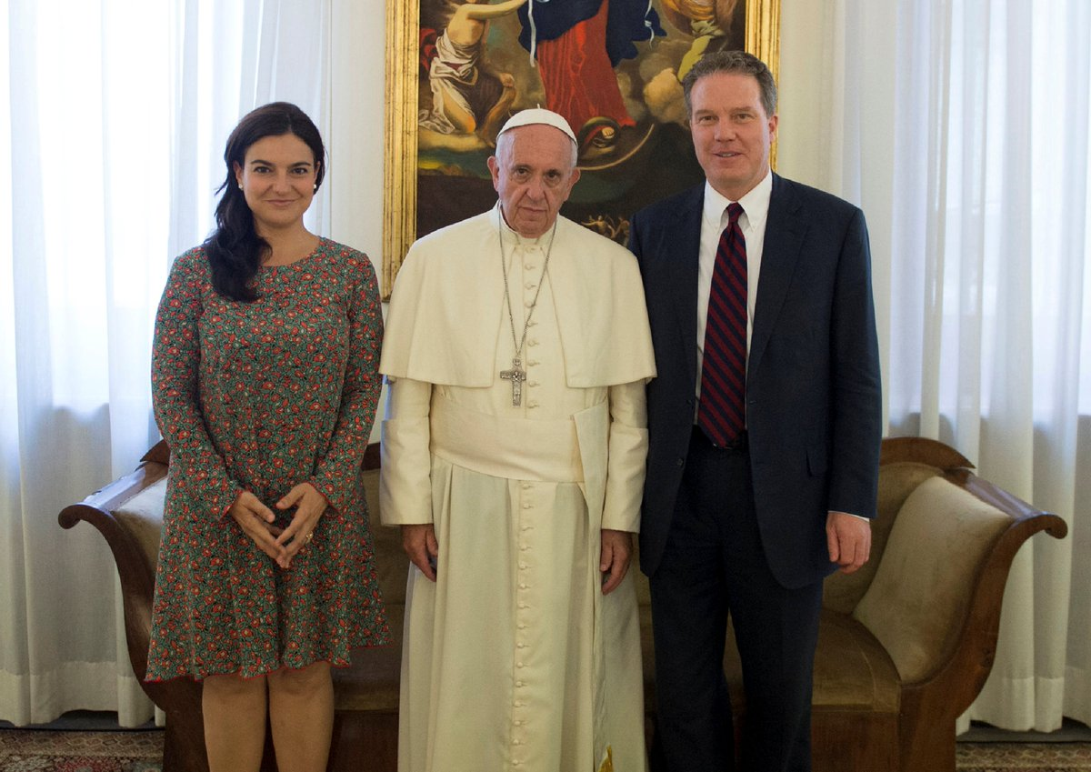 JUST IN: Vatican spokesman Greg Burke and his deputy Paloma Garcia Ovejero have resigned, effective January 1.    https://t.co/nxEMasvgng