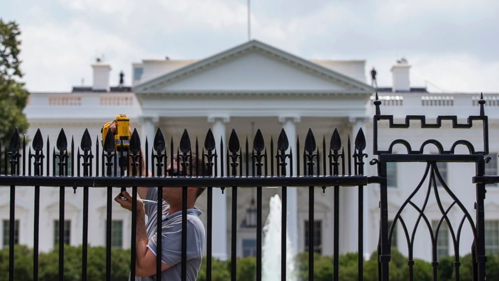 Obama Fence On Jumpic Com