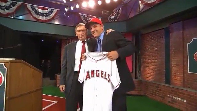 Only one kid showed up to the first MLB Draft at MLB Network back in 2009 and that player was Mike Trout 🔥💯