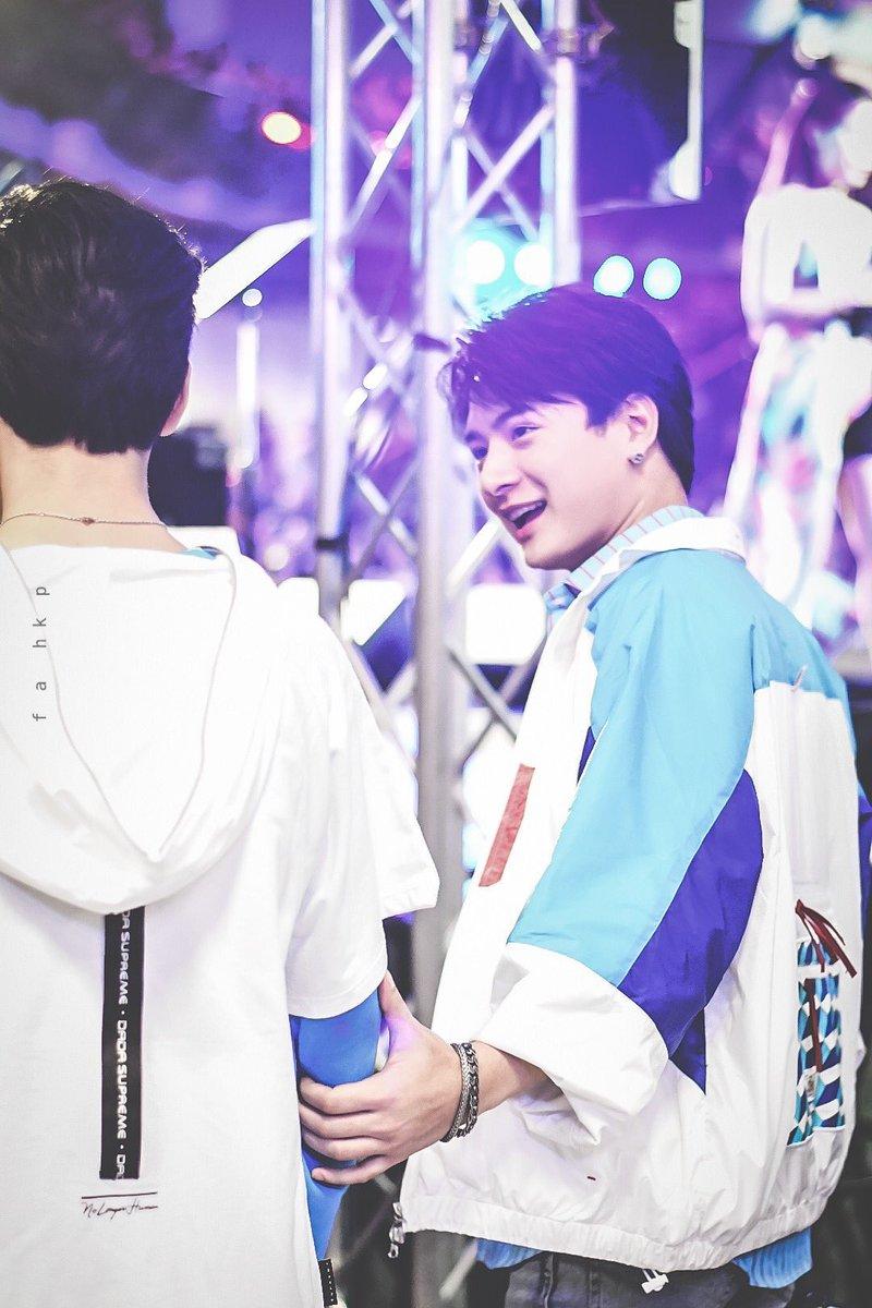 """""""괜찮아. 내가 꼭 다시 널 찾아올게.""""  너를 잃어야 하는 내가 가여워 너는 울었고, 그런 너를 보는 나는 웃었다. 그 곳에서 네가 나를 기다려주기만 한다면, 또 다시 나를 사랑할 널 만나기 위해서라면, 난 무서울 것이 없었다.   난 너를 다시 만나기 위해 또 한 번 시간의 벽을 넘는다."""
