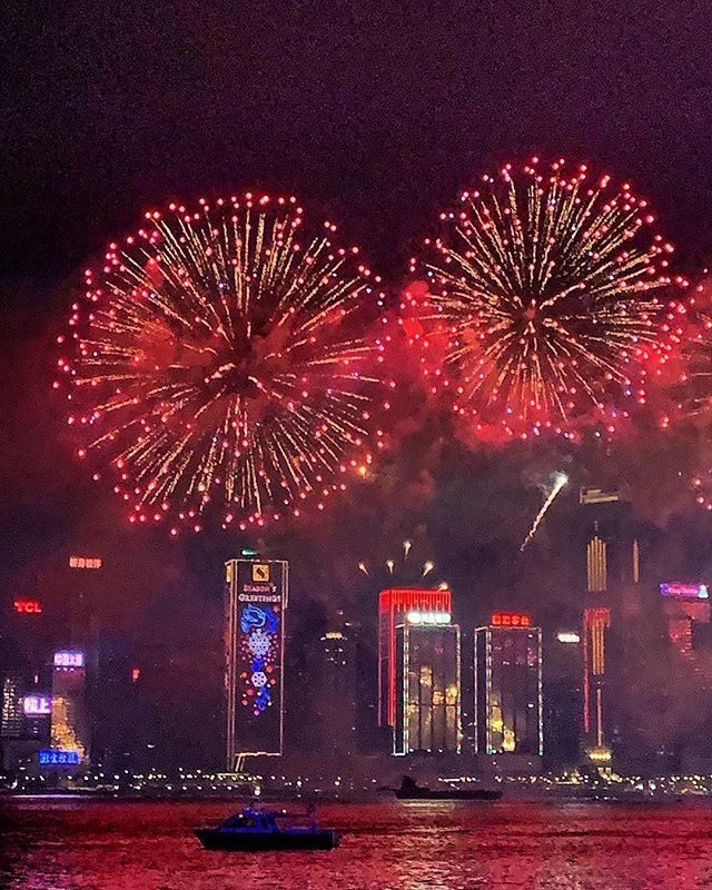 Happy new year 2019 from Hong-Kong   Make a world brighter  the Hong-kong christmas lights  #tsimshatsui #hongkong #china #kowloon #airfrance #franceisintheair #hongkongtrip #hongkongview  #hkdaily #hello_worldpics #discoverhongkong #decouvrire… http://bit.ly/2Qd4elZpic.twitter.com/dABoOL6e0s