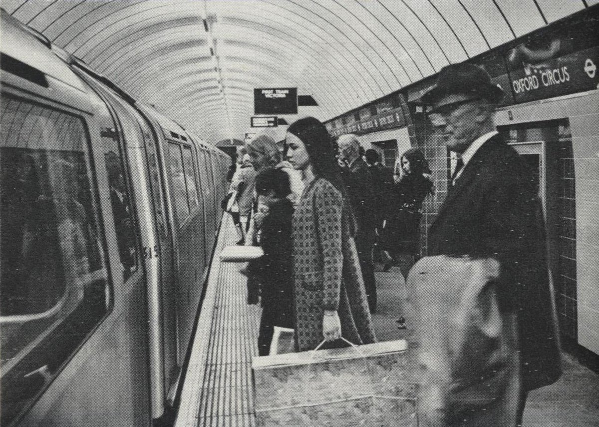 DvxrwTLWkAExsUM - The Victoria Line's really big 50th birthday!