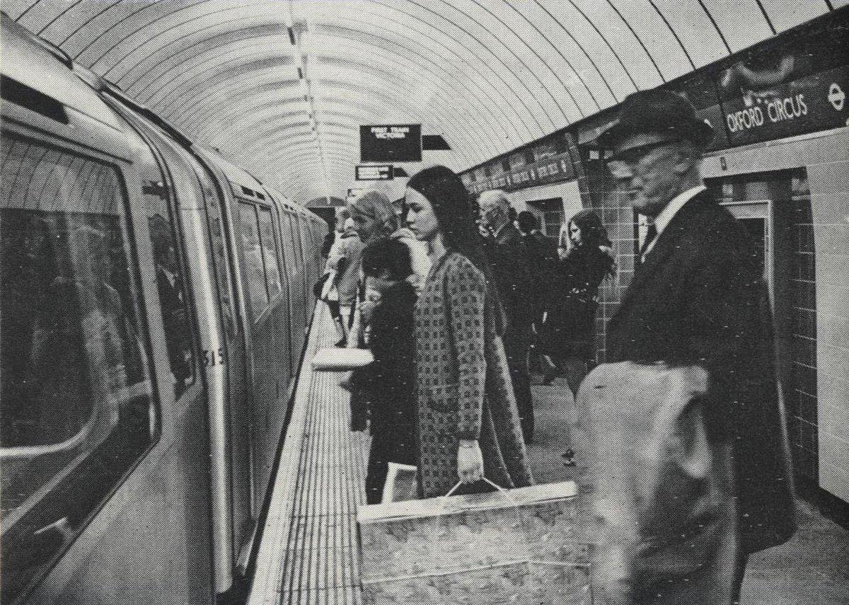 DvxrwTLWkAExsUM - Construction Of Oxford Circus Station 1962-69 #2