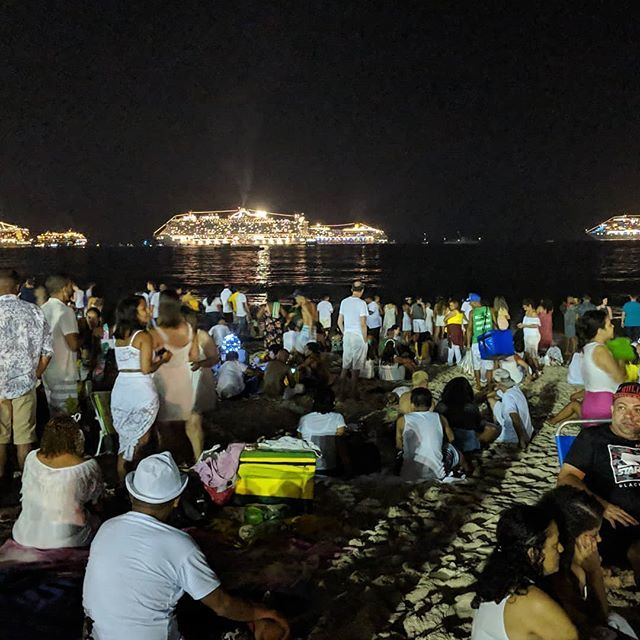 A few hours to go.  Getting ready at Copacabana Beach. #riodejaneiro #copacabana #reveillonrio2019 #happy2019 #newyearseve #partyatthebeach #cruiseships #beachparty #reveillon2019 #felizanonovo2019 #holidaysinriodejaneiro #giantbeachparty #copacabanabeach #praiadecopacabana … pic.twitter.com/c1u6AbQ7HP