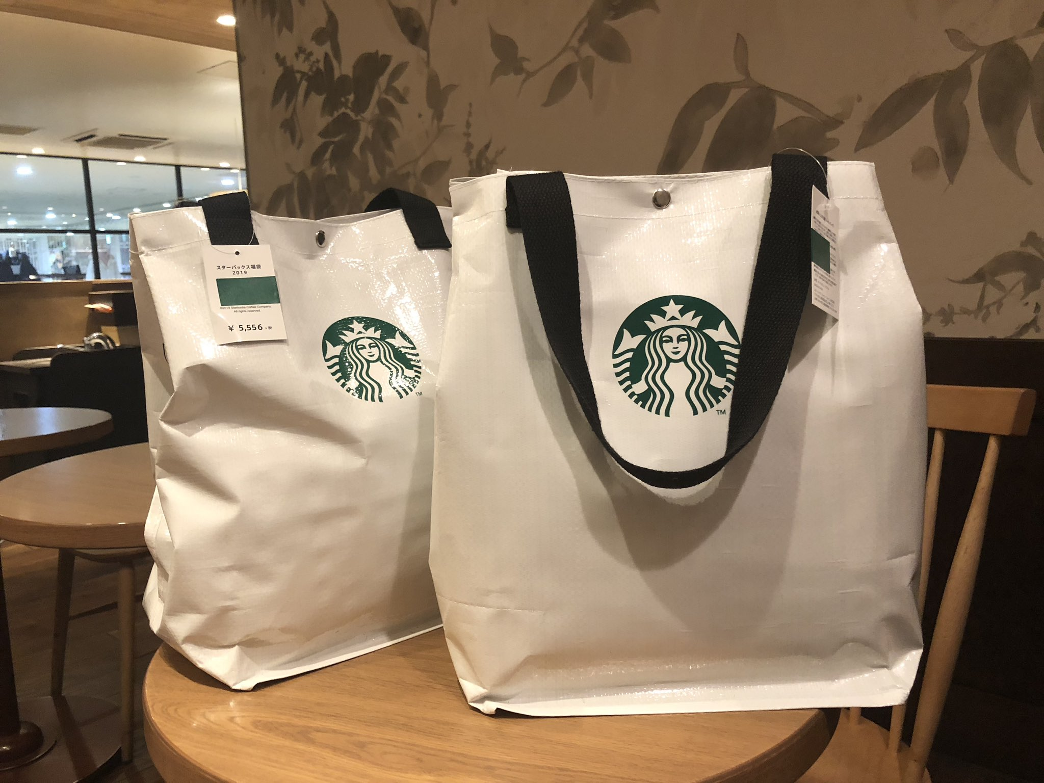 画像,あけましておめでとうございます🎍スターバックスの福袋を買いました!これで動画撮るぞープレゼントしますんで、楽しみにしていてください!!! https://t.c…