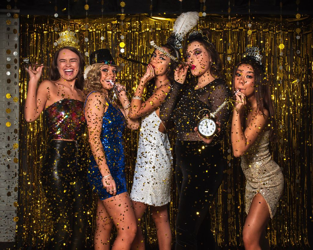HAPPY NEW YEAR from Studio Z!!!! Let the confetti rain!! Can't wait to see what 2019 brings!!  #studiozphotos #studiozseniors #seniorphotographer #senior #seniormodel #model #modelshoot #celebrate #party #newyear #newyearsevepic.twitter.com/BkQiKW5XRa