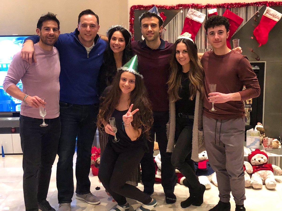 Ringing in the new year with the right people! May 2019 bring you all happiness, love and health! LETS GET ITTTTT!!!!! #welcome2019 #family #friends
